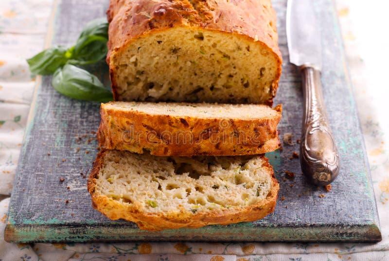 Хлеб сыра, травы и цукини стоковая фотография rf