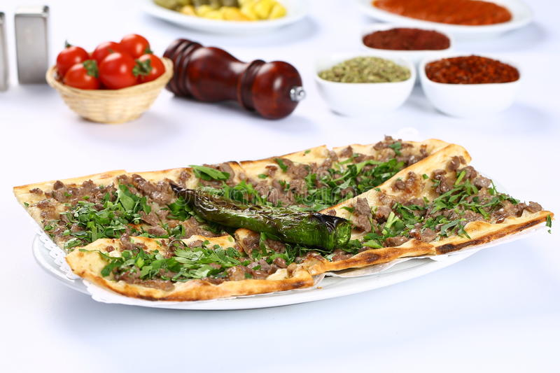 Хлеб с мясом - турецкой пиццей стоковое изображение rf