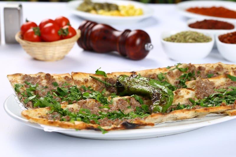 Хлеб с мясом - турецкой пиццей стоковая фотография rf