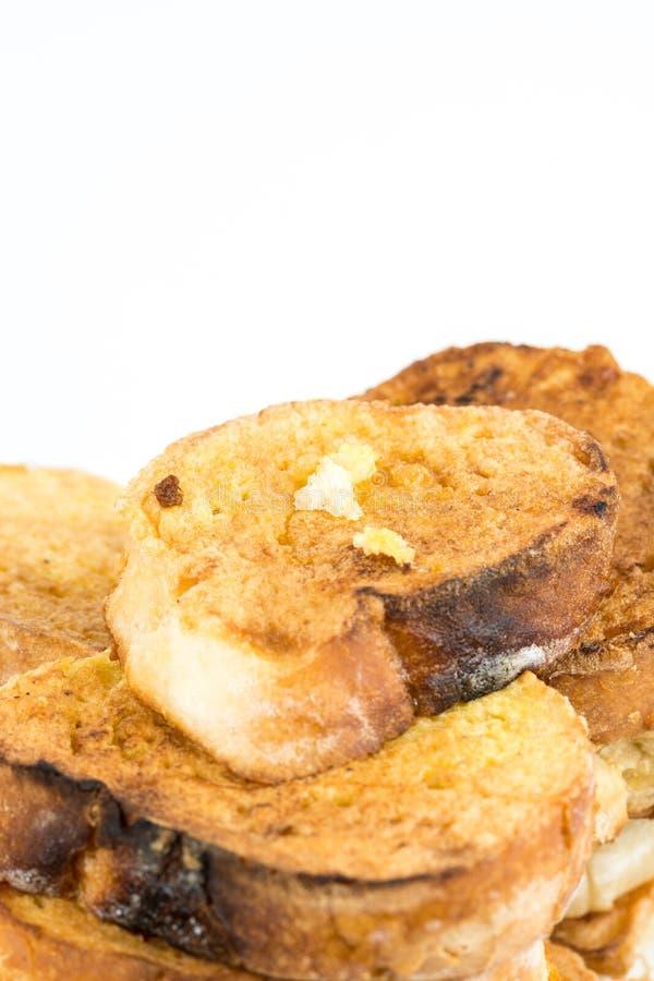 Хлеб французской здравицы на яичках изолированных над белой предпосылкой стоковое фото rf