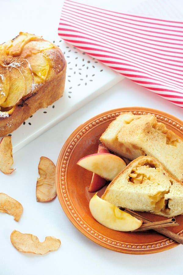 Хлеб циннамона Яблока стоковая фотография rf