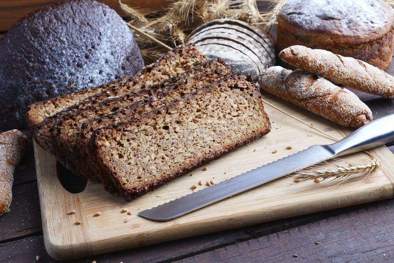 Хлеб breadsliced чернотой стоковое изображение rf