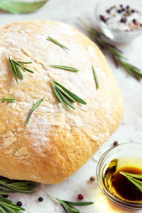 Хлеб Ciabatta с розмариновым маслом стоковые фотографии rf