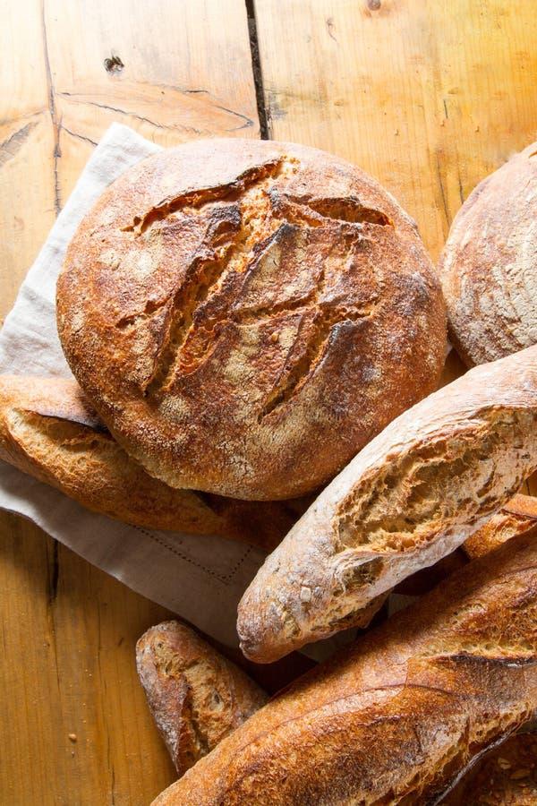 Хлеб Sourdough и багеты стоковое изображение rf