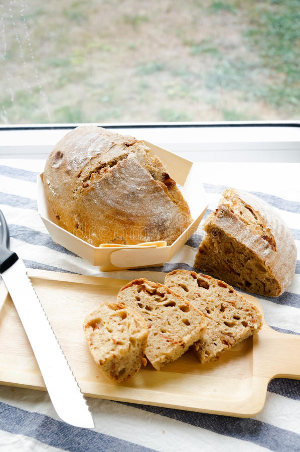 Хлеб sourdough смешанного зерна рож-пшеницы всего домодельный стоковые фото