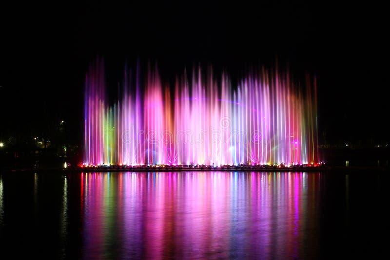 цветастая вода фонтана стоковое изображение