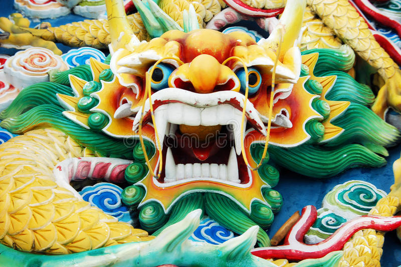 Цветастая китайская головка дракона стоковая фотография rf