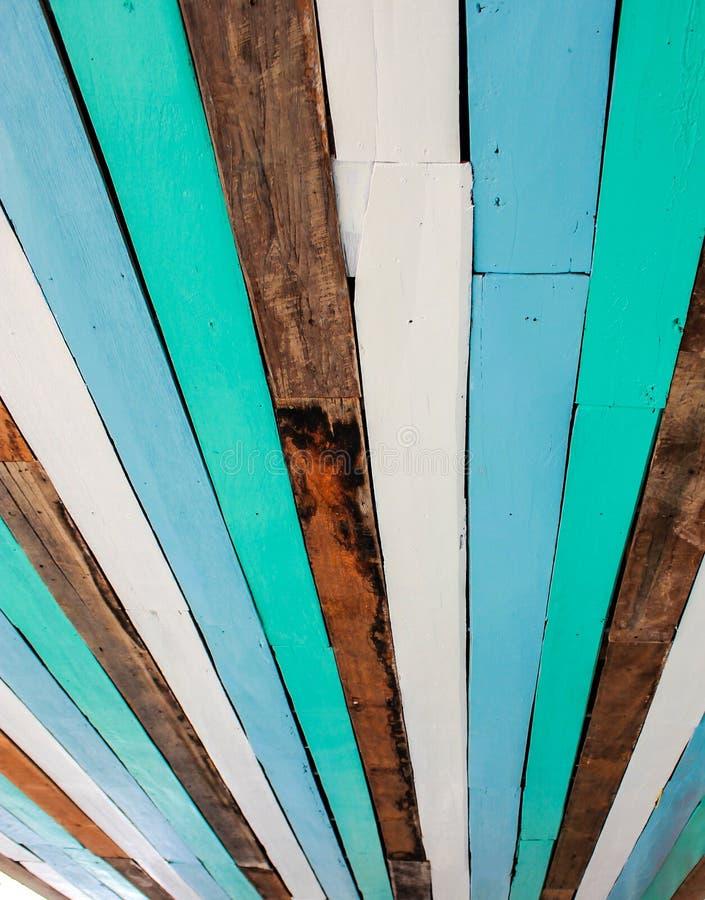 Цветастая древесина восхождения на борт стоковые изображения rf