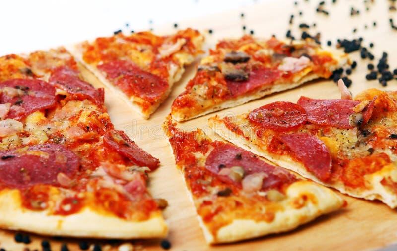 цветастая свежая пицца стоковые изображения