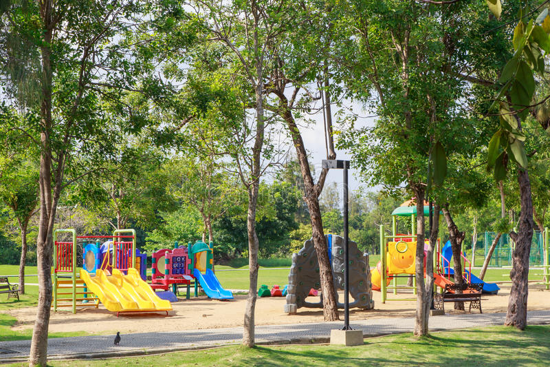 Цветастая спортивная площадка детей стоковая фотография