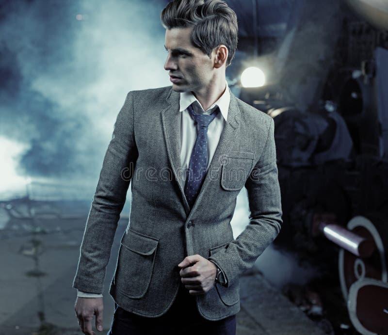 Цветастое изображение действительно красивого человека стоковые фотографии rf