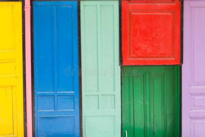 цветастые двери стоковое изображение