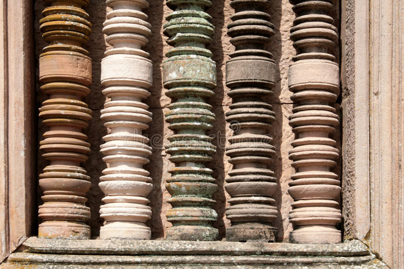 Цветастые детали колонки на стародедовском каменном виске в Burirum Thail стоковые фотографии rf