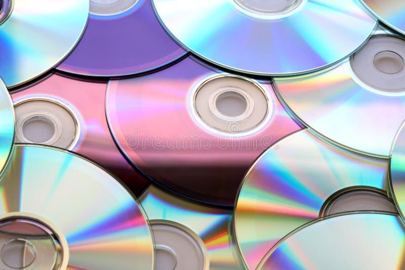 Download цветастые компакты-диски стоковое изображение. изображение насчитывающей компакт - 18378985