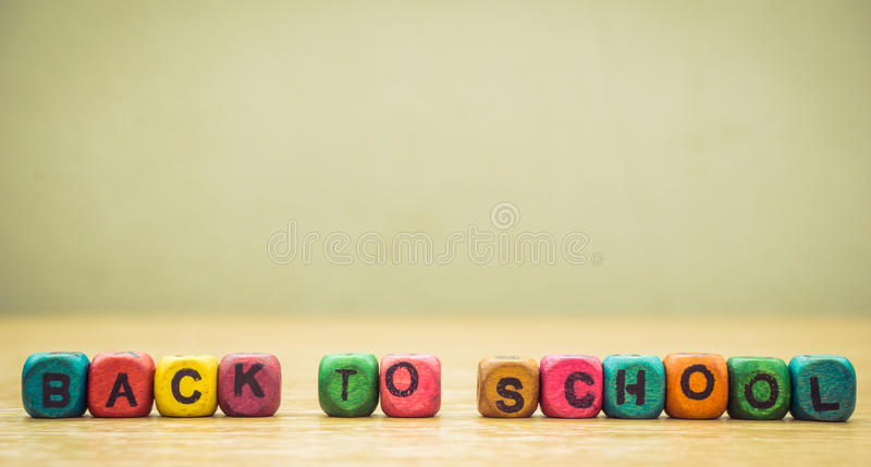 цветастые кубики деревянные стоковые фотографии rf