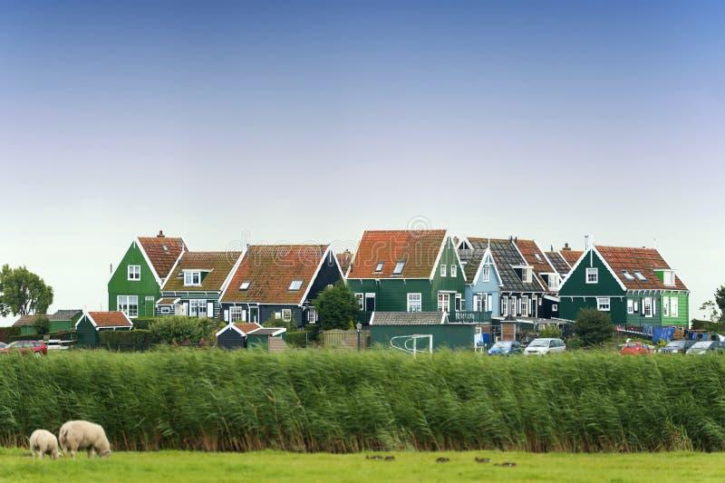 Цветастые старые дома в Marken, Нидерланды стоковое изображение rf