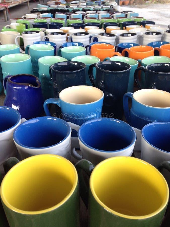 цветастые чашки стоковые фотографии rf