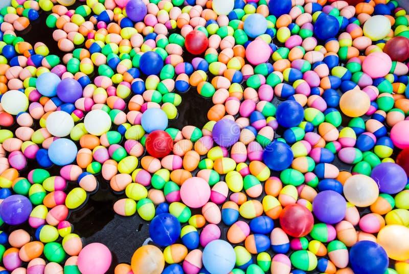 цветастые яичка пластичные стоковое фото