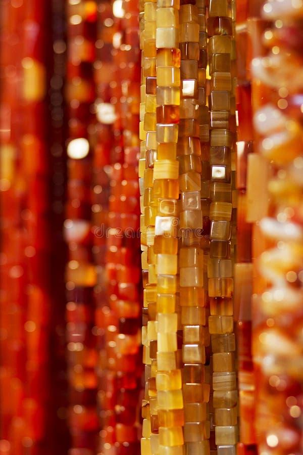 Цветастые янтарные ожерелья стоковая фотография