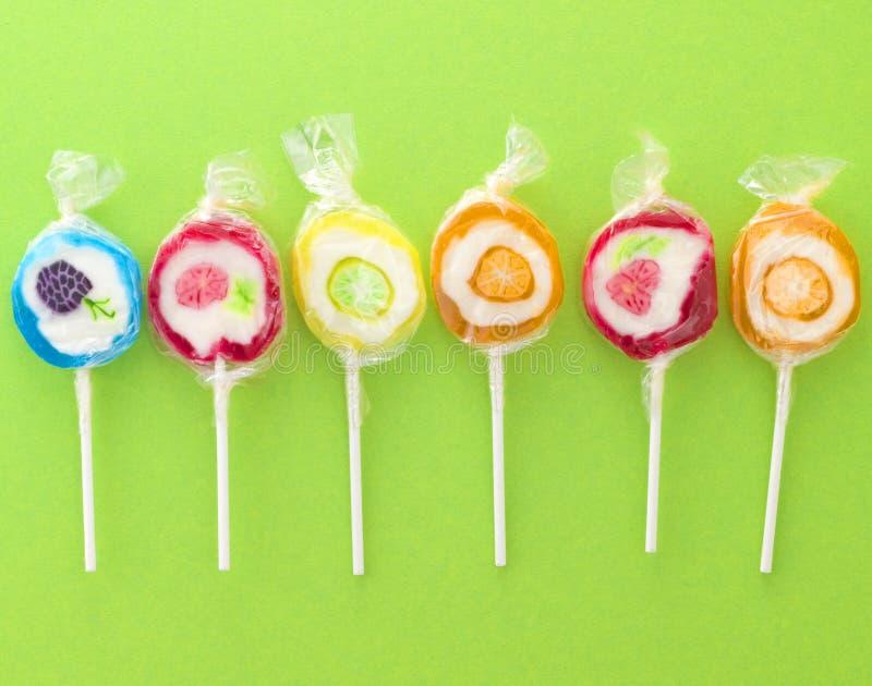 цветастые lollipops сладостные стоковое фото rf