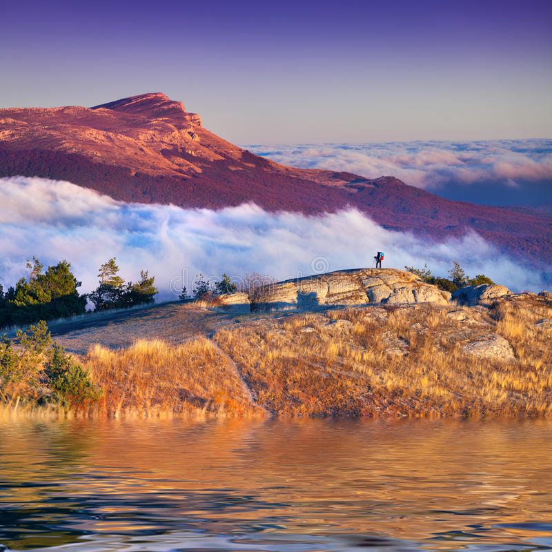 Цветастый ландшафт осени в горах. стоковое изображение rf
