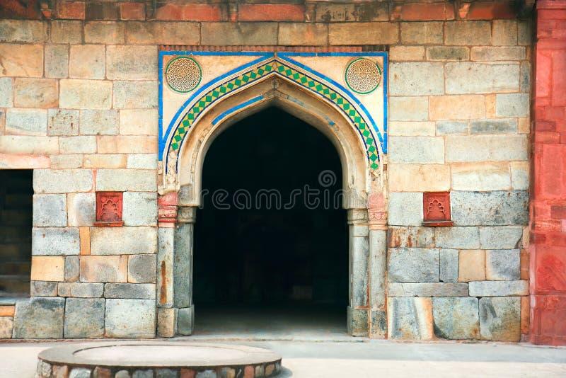 Цветастый выход в сад Lodi в городе Дели, Индии стоковые фотографии rf