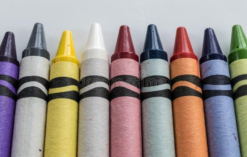 цветастый рядок crayons стоковое изображение