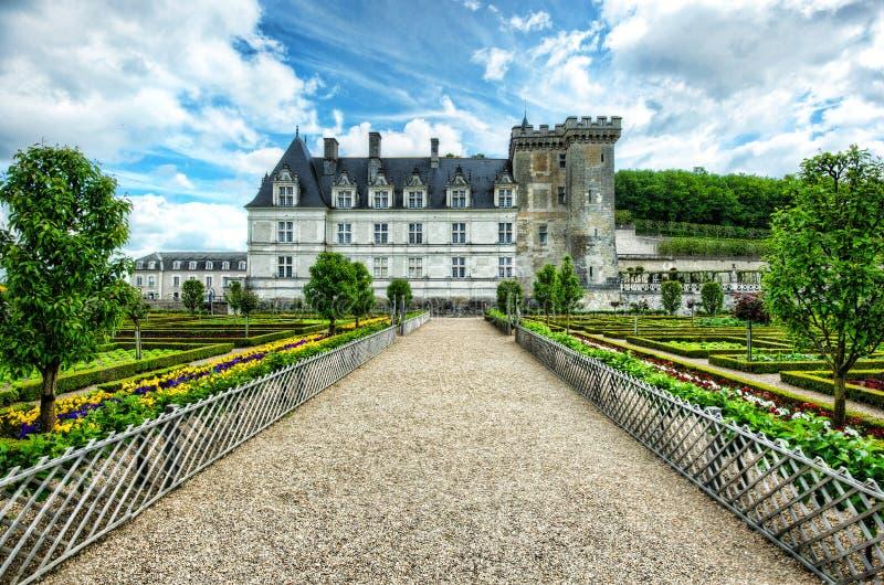 Цветастый сад на французском замке стоковая фотография