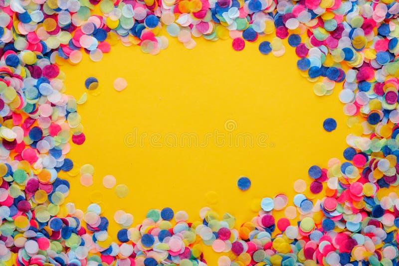цветастый confetti стоковые фотографии rf