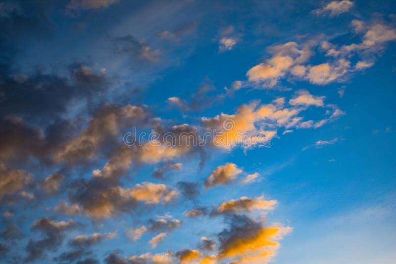 Цвета в облаках в Аляске стоковая фотография rf