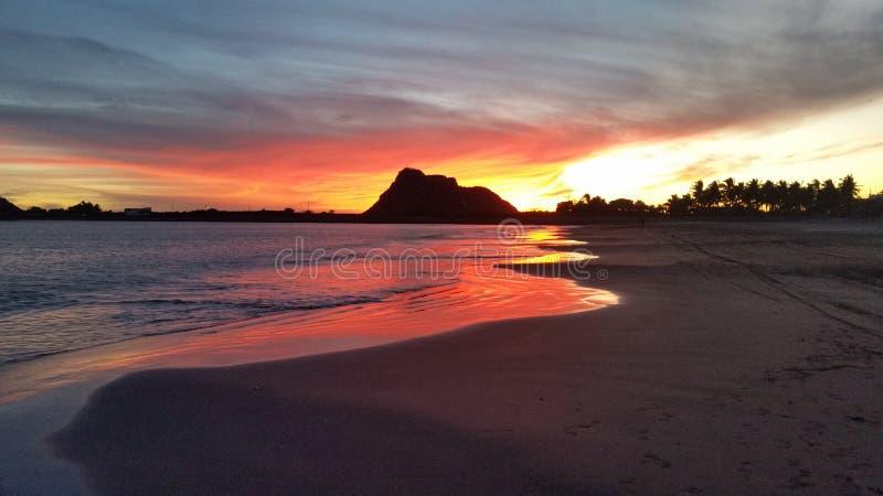 Цвета захода солнца на Isla de Ла Piedra стоковое изображение