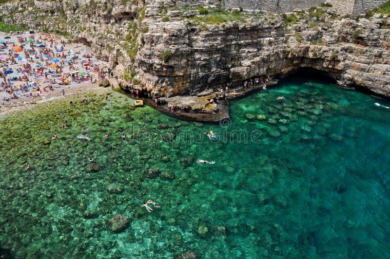 Цвета пляжа Polignano стоковая фотография rf