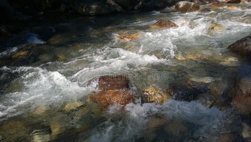 Цвета banff долины смычка речных порогов осени стоковые фото