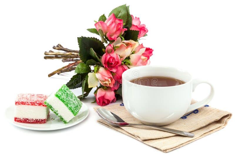 Цветет розы, чай и конфета помадки стоковая фотография rf