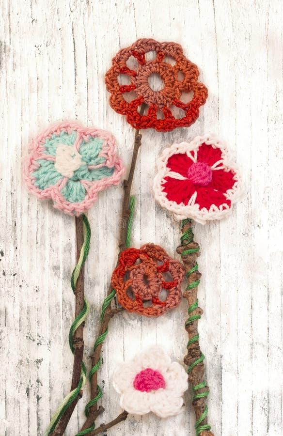 Цветки вязания крючком стоковое изображение rf