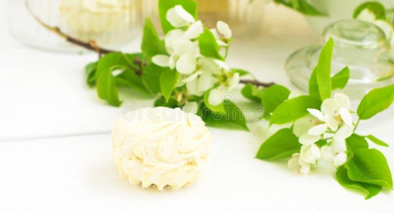 Цветки Zephyr и яблока стоковая фотография