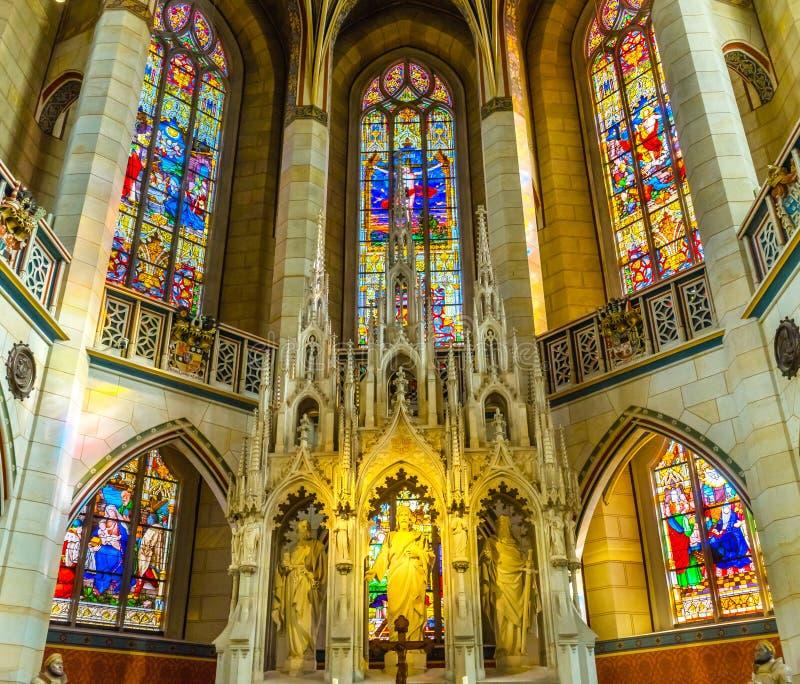 Цветное стекло базилики все Wi Schlosskirche церков замка Святых стоковые изображения
