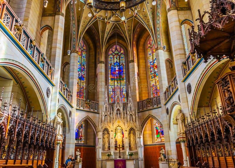 Цветное стекло базилики все Wi Schlosskirche церков замка Святых стоковая фотография rf