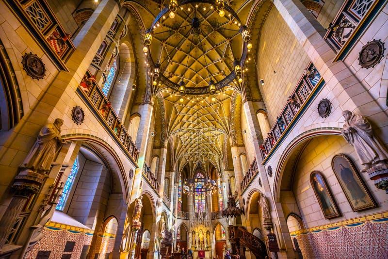 Цветное стекло базилики все Wi Schlosskirche церков замка Святых стоковая фотография