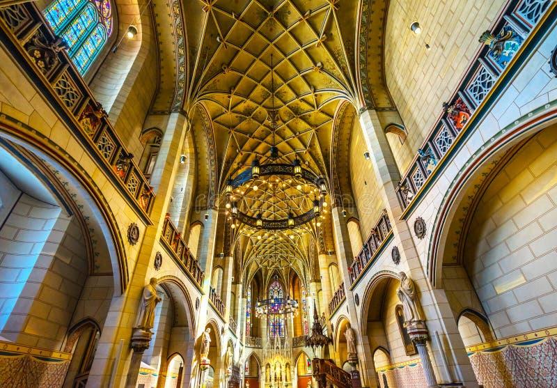 Цветное стекло базилики все Wi Schlosskirche церков замка Святых стоковые фотографии rf