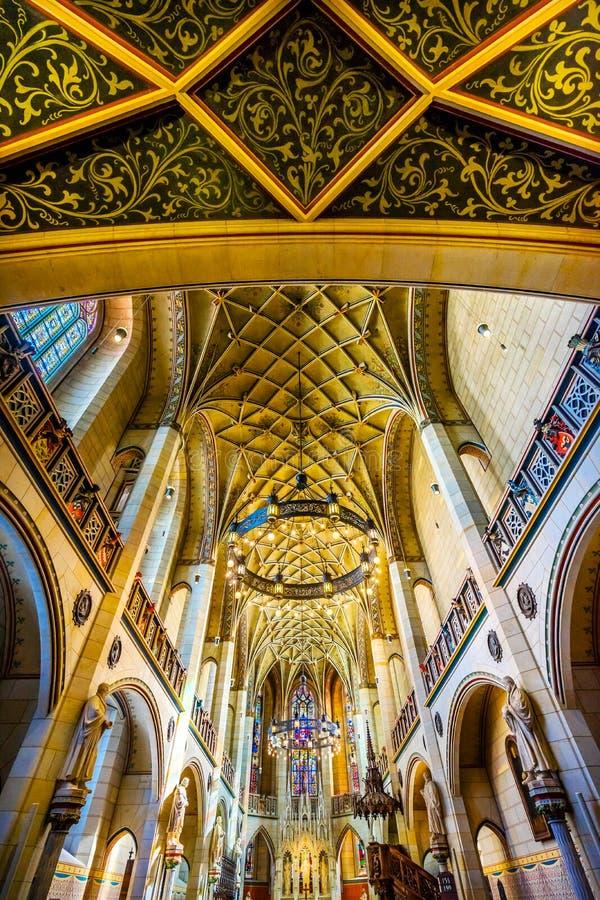 Цветное стекло базилики все Wi Schlosskirche церков замка Святых стоковое изображение rf