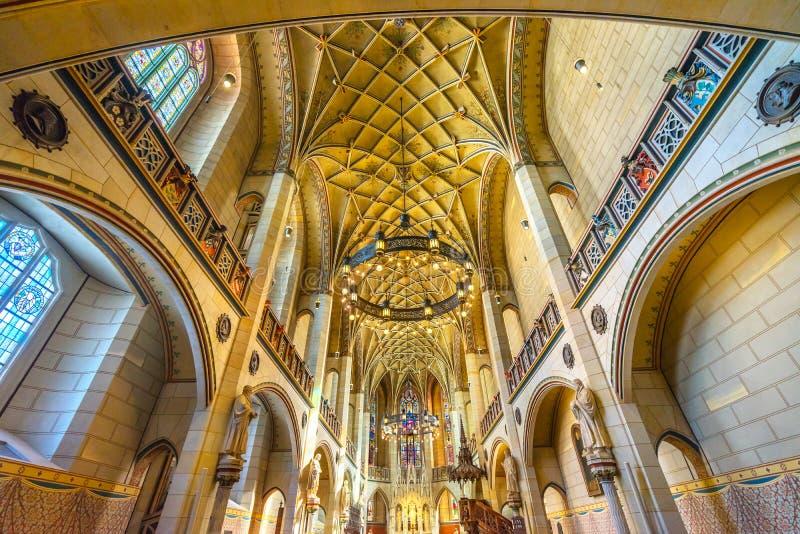 Цветное стекло базилики все Wi Schlosskirche церков замка Святых стоковое фото
