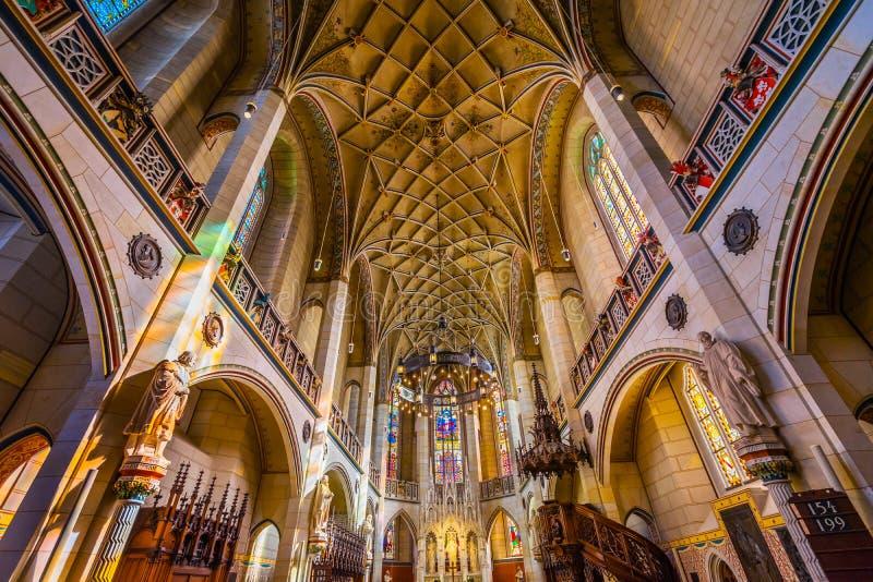 Цветное стекло базилики вся церковь Schlosskirche Wittenberg Германия замка Святых стоковое фото