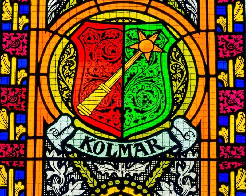 Цветное стекло оружий пальто вся церковь Schlosskirche w замка Святых стоковые изображения