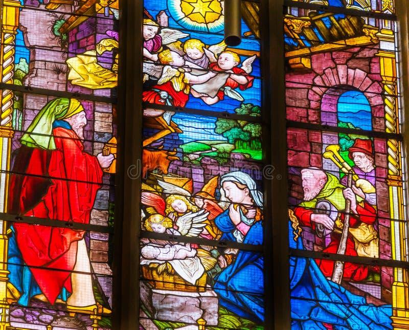 Цветное стекло рождества Mary вся церковь Schlosskirc замка Святых стоковое изображение