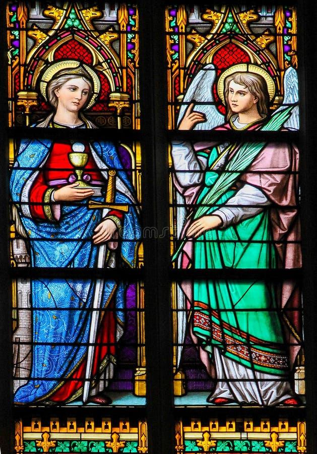 Цветное стекло Святого Барбары и ангел в вертепе Bosch Cathedr стоковая фотография rf