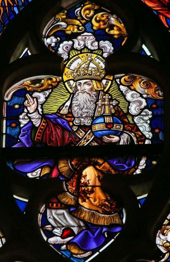 Цветное стекло - бог в рае стоковое фото