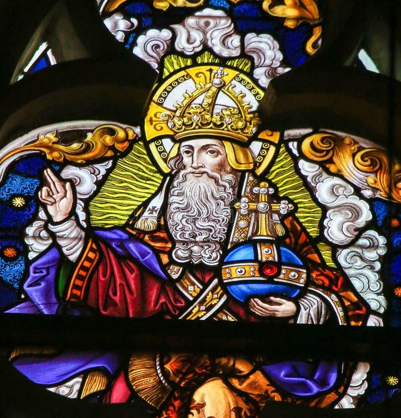 Цветное стекло - бог в рае стоковая фотография rf