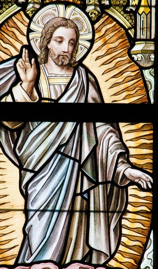 Цветное стекло - восхождение Иисуса стоковые изображения rf
