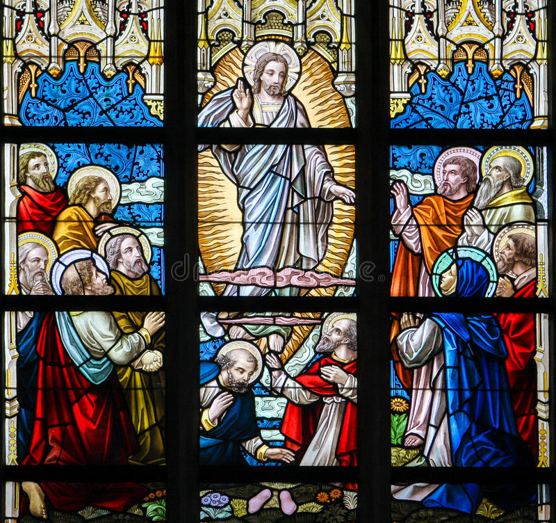 Цветное стекло - восхождение Иисуса стоковое фото rf